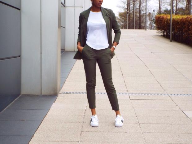 how-to-wear-khaki-suit